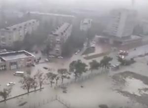 Новороссийск утонул: последствия ночного ливня попали на видео