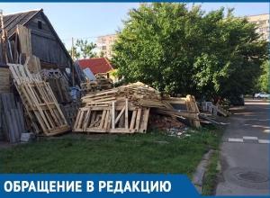 «Психически больной» краснодарец устроил пожароопасный склад перед домом