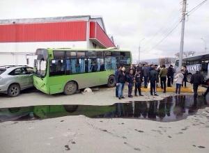 В Новороссийске после крупной аварии восстановили движение транспорта