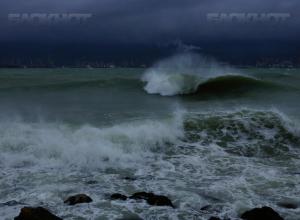 Сильный шторм на Черноморском побережье испортит «бархатный сезон» в Краснодарском крае