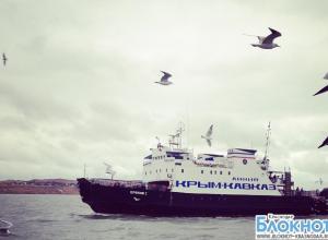 Туристы уже больше суток не могут преодолеть Керченскую переправу