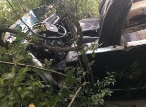 Водитель сорвавшегося в овраг джипа с туристами под Геленджиком умер в больнице