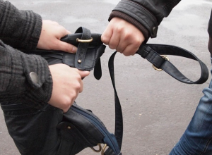 В Сочи 18-летний парень ограбил двух прохожих за вечер