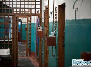 В Армавире двое осужденных избили конвоира