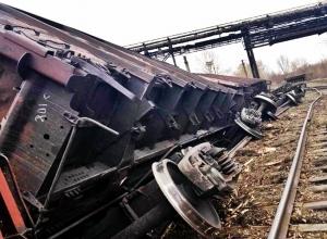 Поезд снес КамАз на ж/д переезде на Кубани