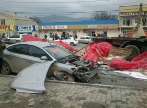 Под Новороссийском грузовик спровоцировал массовую аварию, есть погибший