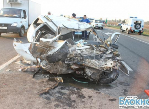 На трассе под Краснодаром столкнулись три автомобиля