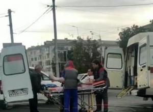В Краснодаре трамвай въехал в машину скорой помощи