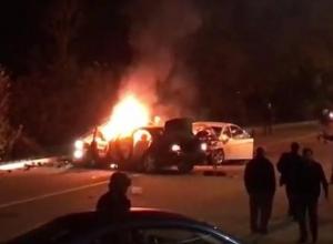 Появилась видеозапись с места смертельной аварии со сгоревшей машиной в Сочи