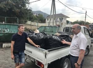 Мэра Геленджика возмутил житель, выбрасывающий в контейнеры крупногабаритный мусор