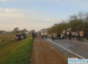 В Краснодарском крае перевернулся автобус