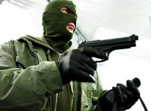 «Ты - не ты, когда голоден»: сочинец в маске и с пистолетом ограбил продуктовый
