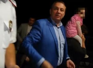Мэр Сочи «натравил» казака на пытавшегося задать вопрос мужчину