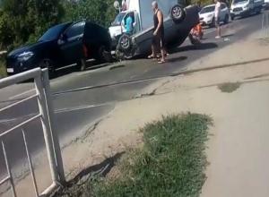 В Краснодаре водитель иномарки решил сэкономить время и устроил массовое ДТП