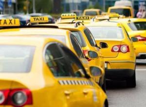 Новороссийские таксисты бастуют против невыгодных тарифов
