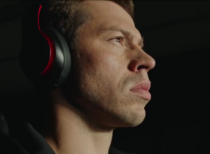 В клипе Гая Ричи со звездами мирового футбола засветился нападающий «Краснодара» Смолов