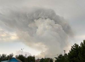В полях под Темрюком вспыхнул мощный пожар