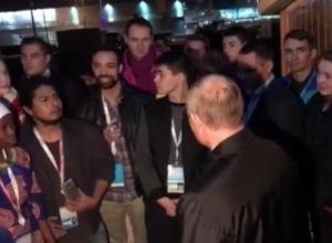 Иностранный студент признался Путину, что удивлен количеством стран-участниц форума в Сочи