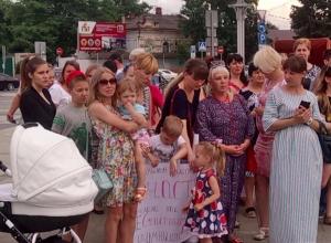 Просить Путина о справедливости пришли обманутые дольщики Краснодара: матери с детьми, пенсионеры и бюджетники