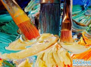 В Краснодаре проходит выставка-конкурс для юных художников