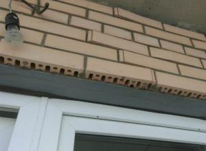 В Краснодаре новая многоэтажка стала разваливаться на глазах у жильцов