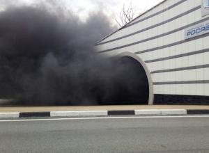 Хлебовозка сгорела в одном из тоннелей Сочи