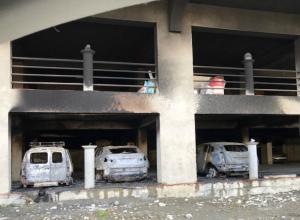 В Сочи сгорела парковка в жилом доме