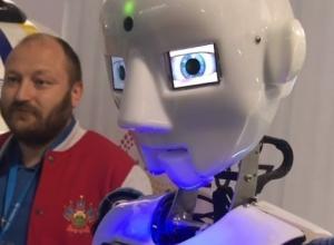 «Массовое уничтожение научит человечество не мусорить», - заявил робот на фестивале в Сочи