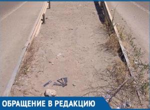 «По документам уборка проводится»: Мэрия Краснодара «отшила» активиста, пожаловавшегося на грязную улицу