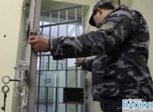 В Геленджике полицейские подменили в камере двух нарушителей