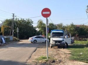 В Краснодаре установили еще один знак, запрещающий проезд