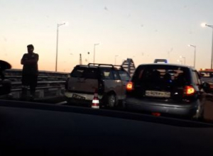 «С почином»: в сети обсуждают ДТП на Крымском мосту