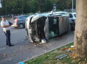 В Краснодаре в час-пик перевернулась иномарка, трое пострадали