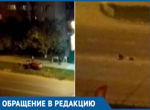 Легковушка потеряла колесо в открытом люке и снесла дорожное ограждение в Краснодаре