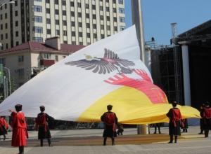 На Театральной площади подняли флаг Краснодара