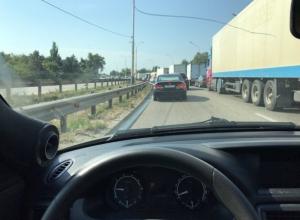 Восточный обход Краснодара «встал» в огромной пробке из-за ремонта дороги