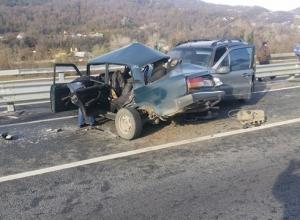 В Сочи из-за гололеда столкнулись два автомобиля