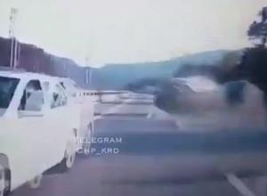 Полет «Камри» по дороге на Красную Поляну из Сочи попал на видео