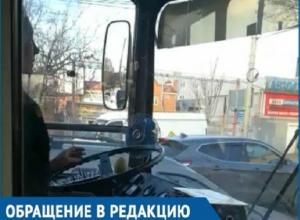 Пассажиры 13-го троллейбуса Краснодара задыхаются от дыма курильщицы за рулем