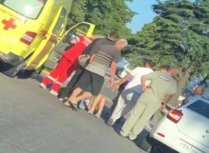 В Сочи легковушка сбила 14-летнюю девочку
