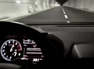 Мажорка разогналась до 300 км/ч в сочинском тоннеле