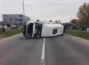 На Кубани в ДТП с маршруткой и такси пострадали восемь человек