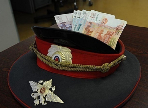 На взятке поймали трех полицейских из Мостовского района