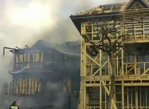 В результате пожара в Сочи частный дом сгорел дотла