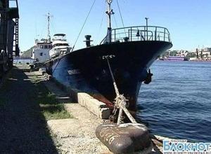 В порту Новороссийска уже полтора месяца голодают моряки брошенного судна