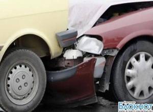 В станице Крыловской при столкновении автомобилей пострадали мужчина и женщина