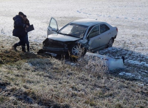 Из-за гололеда в Кущевском районе столкнулись два автомобиля