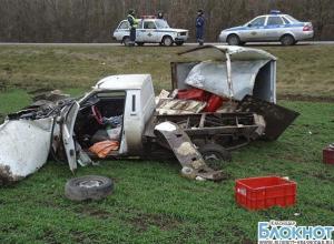 На трассе «Краснодар-Ейск» опрокинулся автомобиль: один пострадавший