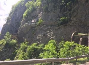 Появились фото с горного ущелья в Сочи, где погиб 11-летний мальчик