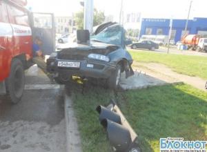 В Краснодаре пьяный водитель врезался в светофор